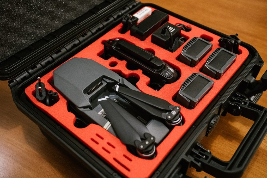 DJI Mavic Pro -kuvauskopteri eli drone kantosalkussa.