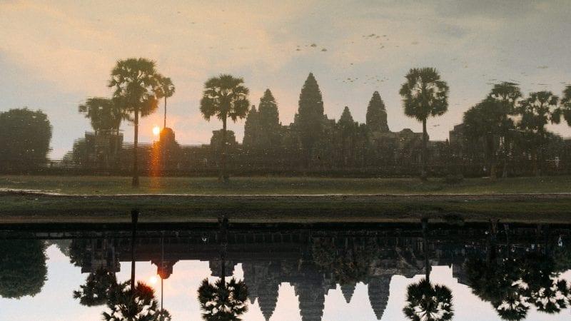 Auringon nousu Angkor Watissa Kambodzassa. Kuva: Anssi Lepikko.