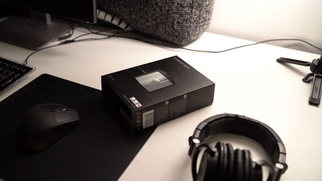 X-riten kilbrointilaite i1 Display Pro pöydällä alkuperäispakkauksessa.