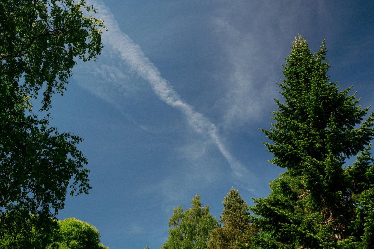 Lentokoneen savuvana tulee esiin pyöröpolarisaatiosuotimen avulla.