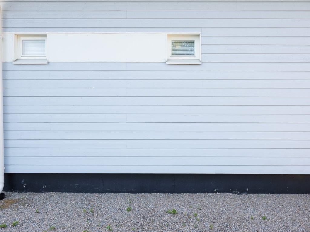 Kuvassa testikuva, jossa seinän laudoitus näkyy suorana.