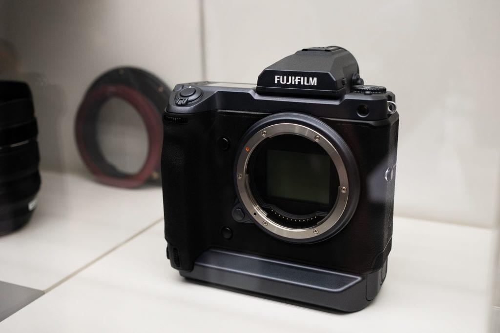 Vitriinissä Fujifilm GFX 100