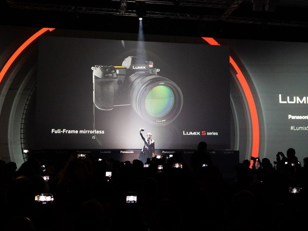 Panasonic Lumix S1 Photokina 2018 -kameramessuila Kölnissä.