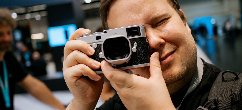 Jussi tunnustelee Leica M-D (Typ 262) -kameraa Photokinassa