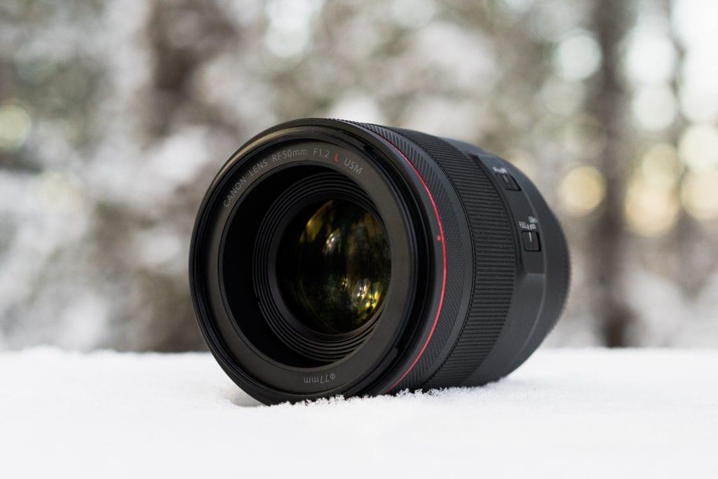 Canon RF 50mm F/1.2 L USM -objektiivi lumihangessa terävyysalueella