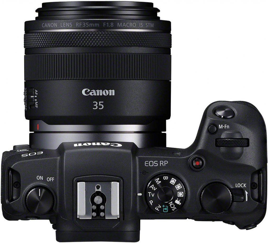 Canon EOS RP ja RF 35mm f/1.8 -objektiivi.
