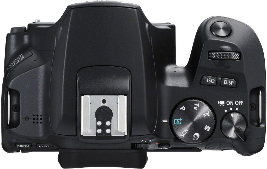 Canon EOS 250D järjestelmäkamera ylhäältä.